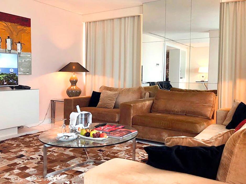 Room with a living room at Hotel Presidente Luanda in Luanda