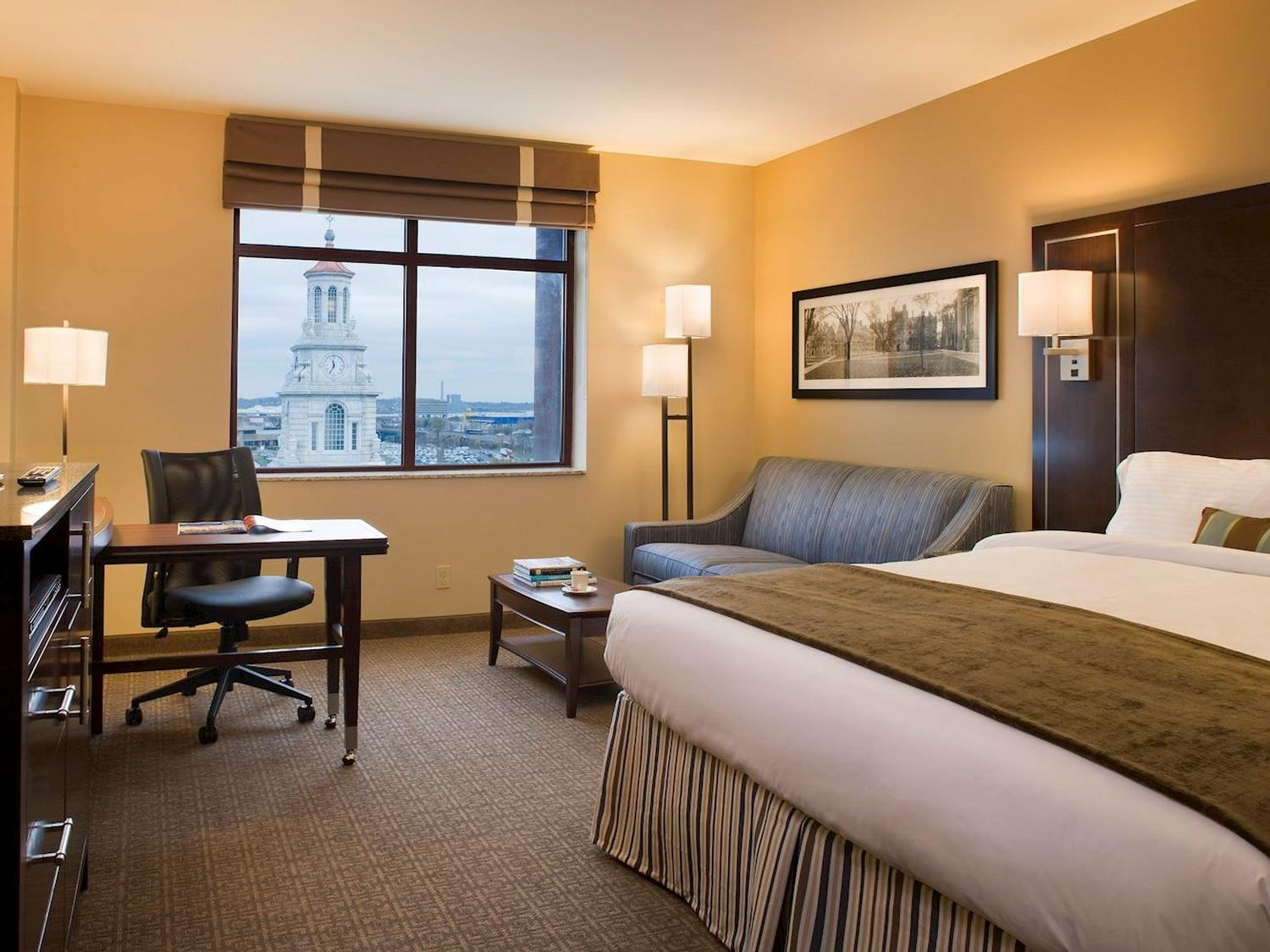 Executive King Room Interior with view of downtown