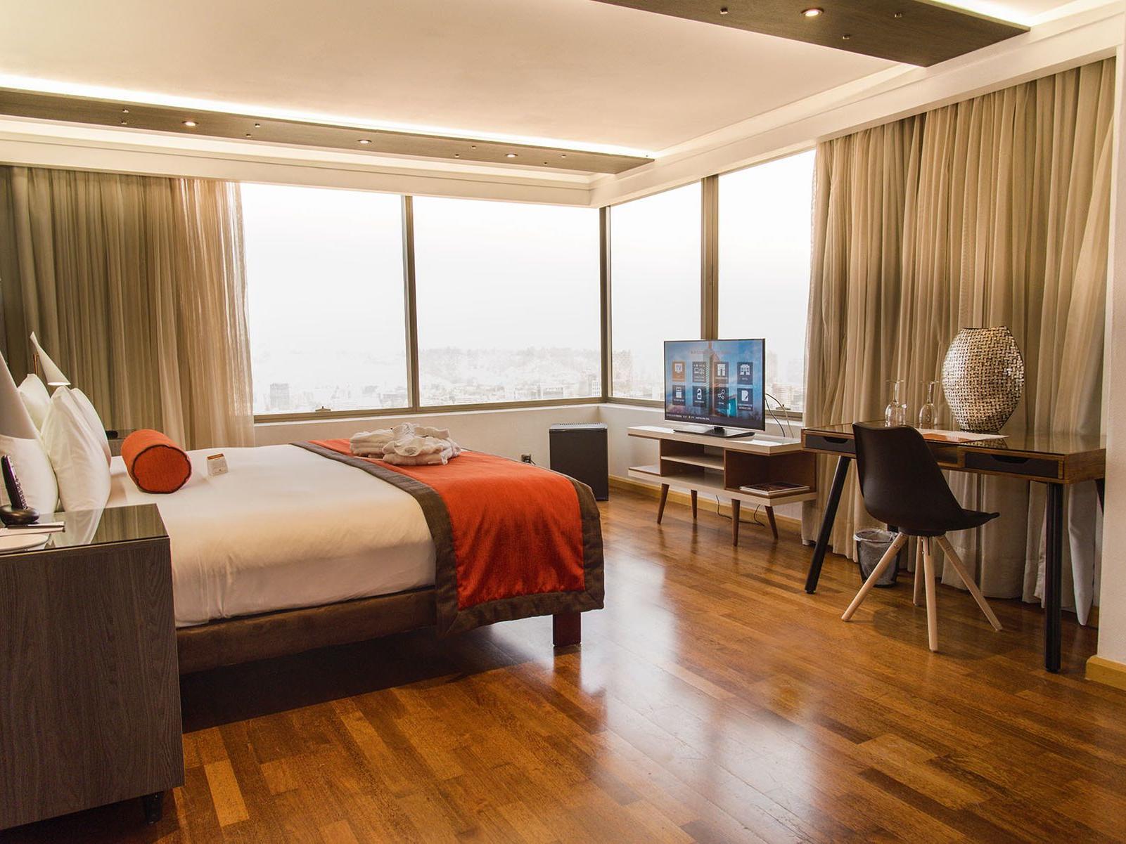 king bed in corner room