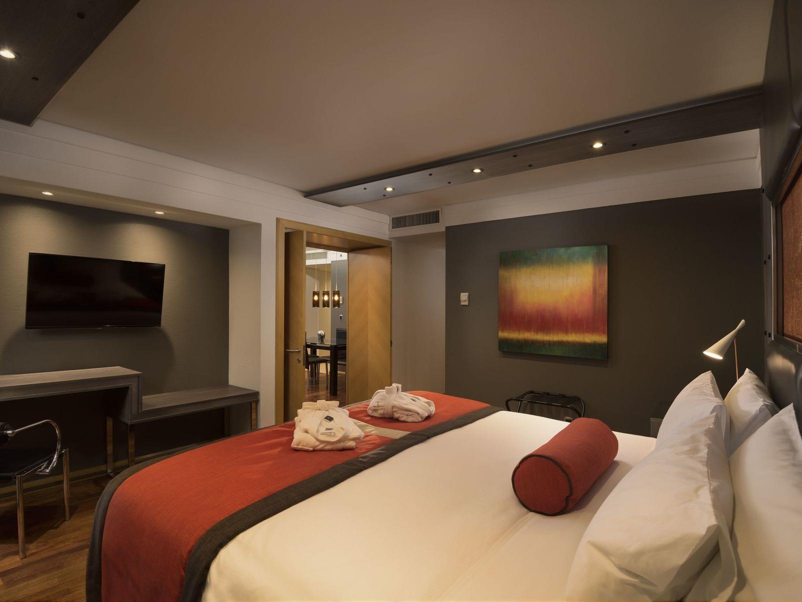 king bed at night