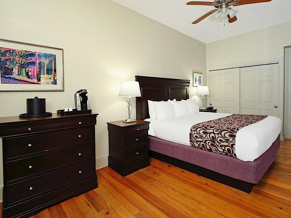 Lamothe House Deluxe One King Room