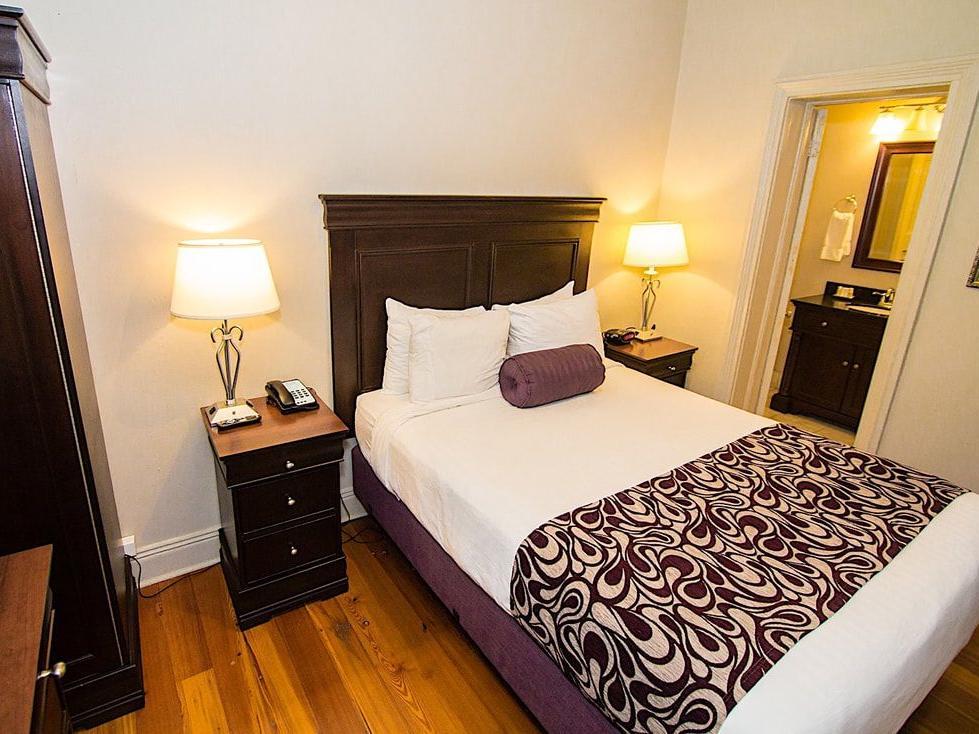 Lamothe House Deluxe One Queen Room
