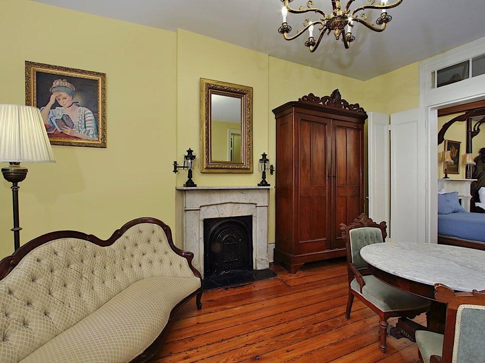 Lamothe Grand Antique Suite