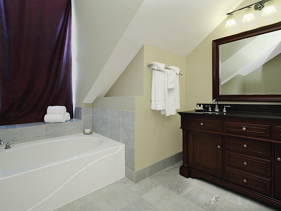 Marie Laveau Queen Suite Bathroom