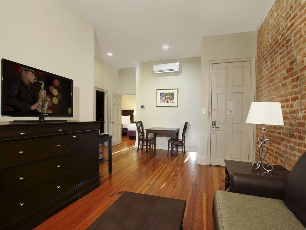 St. Peter Two Bedroom Queen Suite