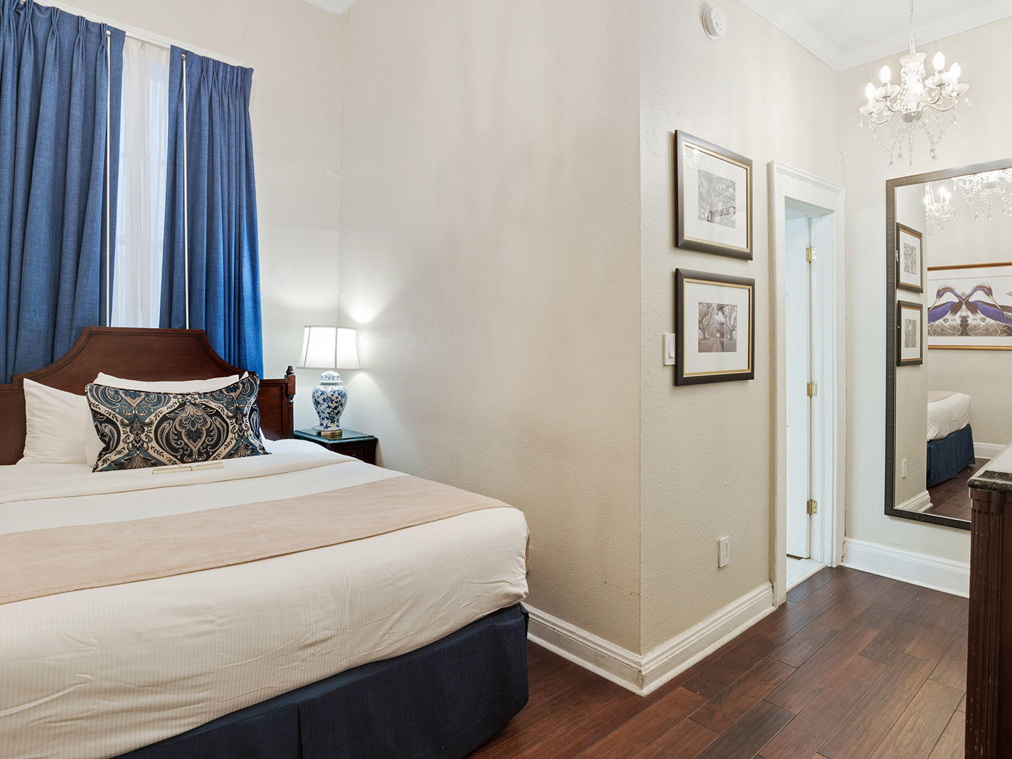 Classic King Bed Room with one bed at Andrew Jackson Hotel