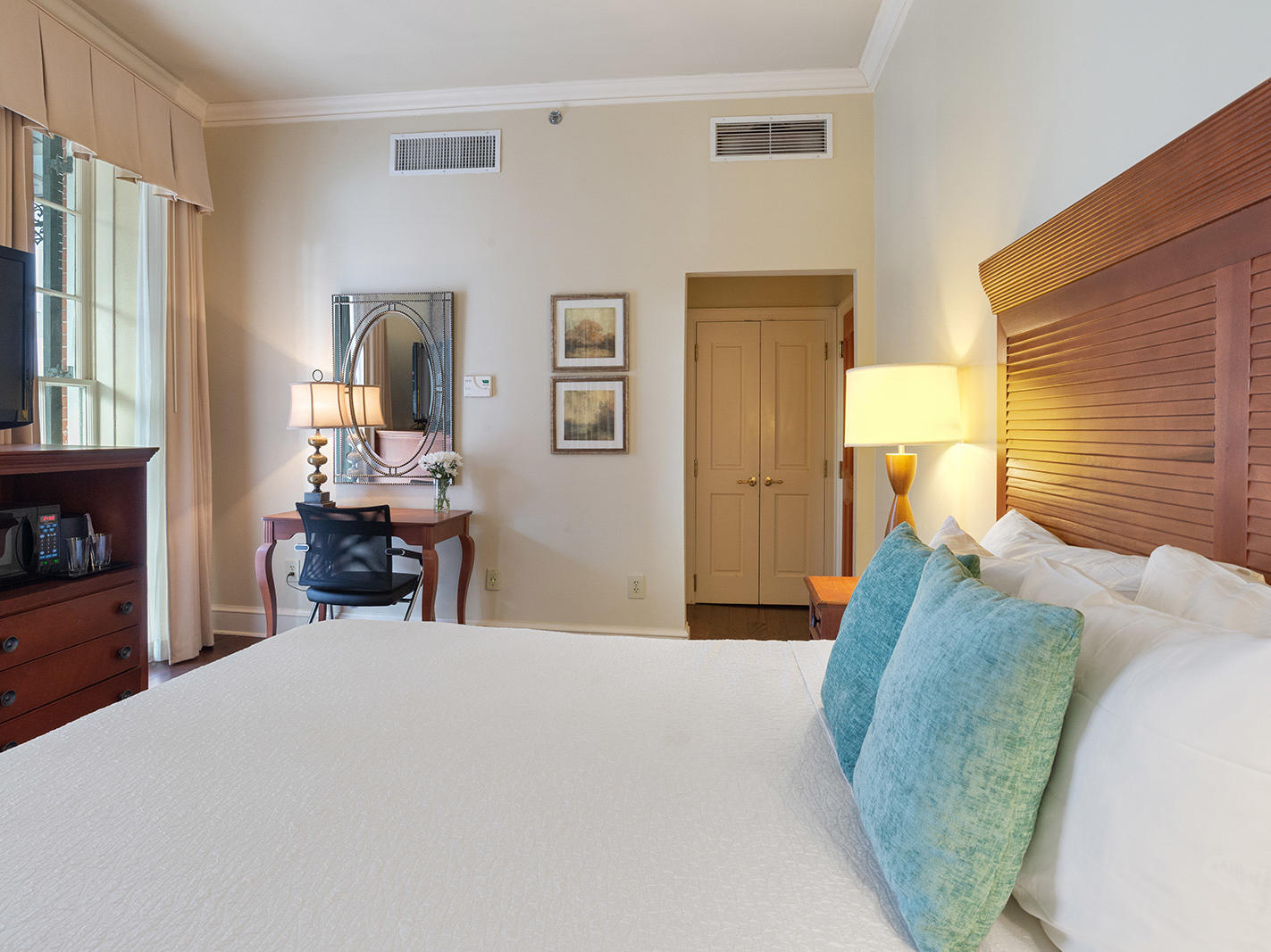 King Suite with one bed at St. James Hotel