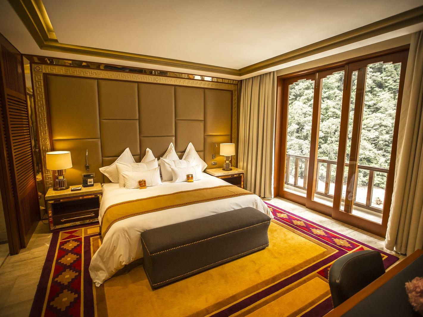 Imperial Suite with river view with a kings bed at Hotel Sumaq
