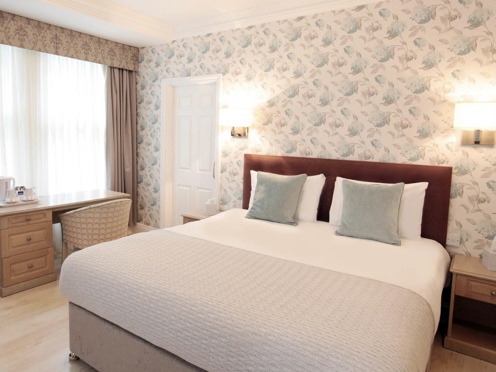 Large Double Room at Victoria Square Hotel in Bristol