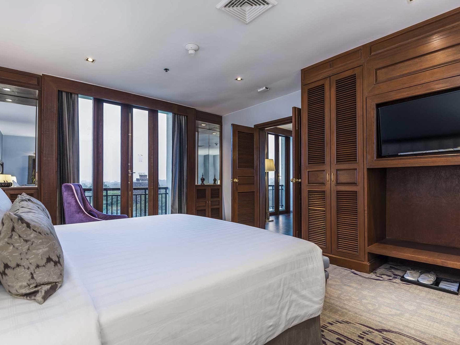 Luxury suite at Chatrium Hotel Royal Lake Yangon