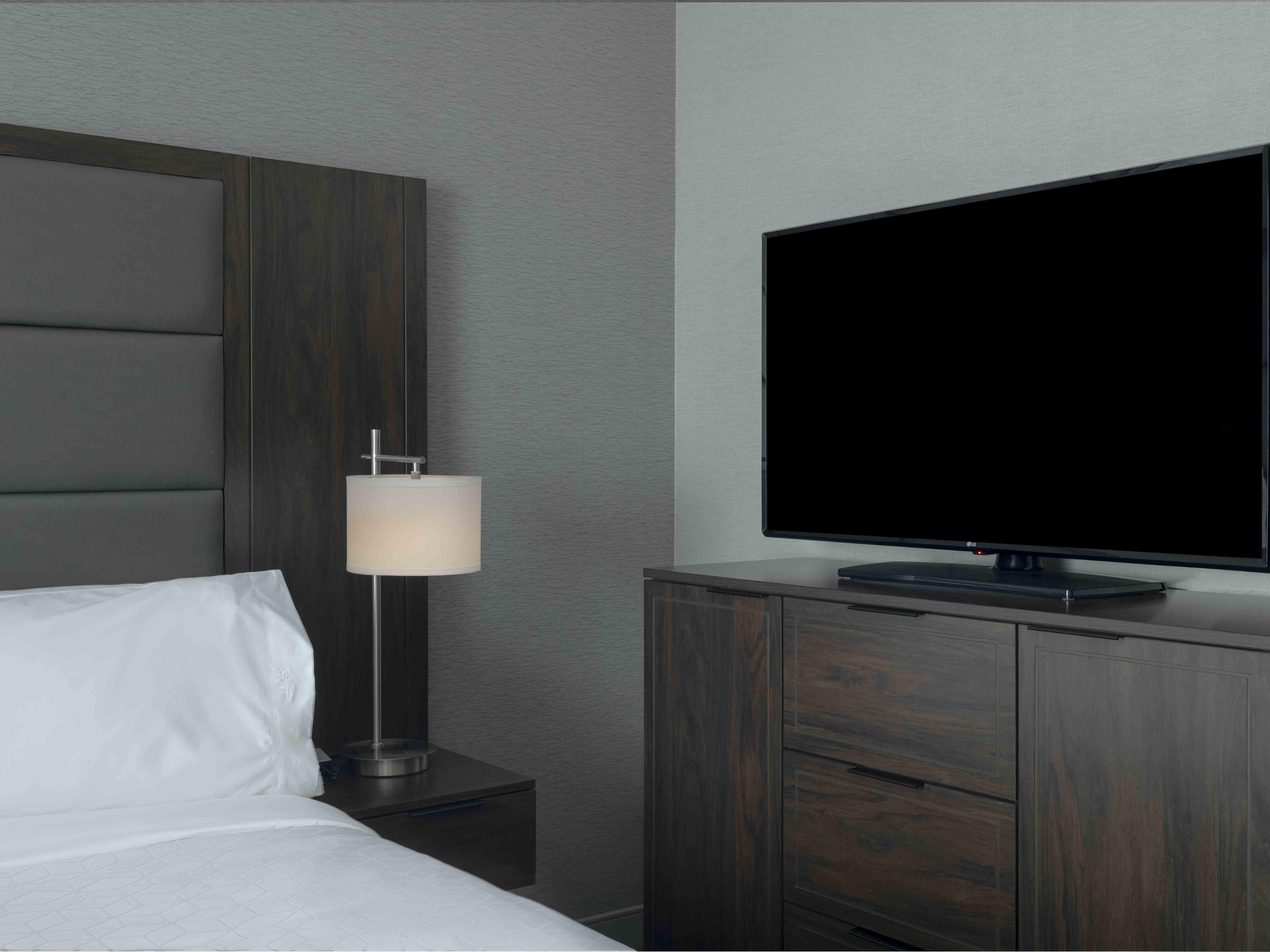 king bed tv