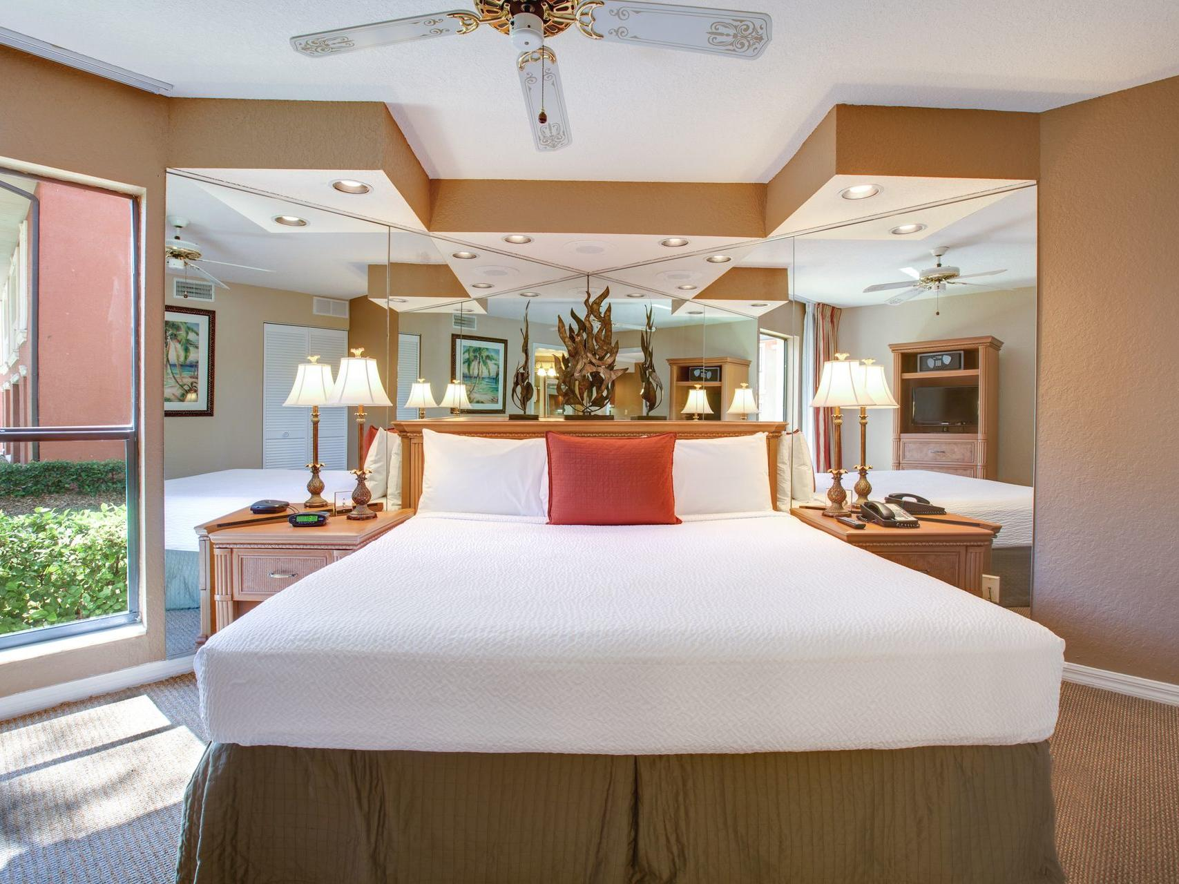 Rooms and Suites -  Legacy Vacation Resorts