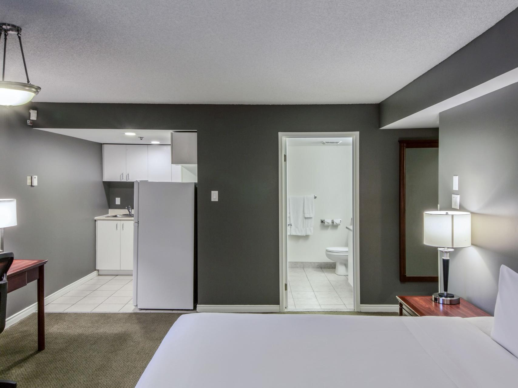 Studio King at Hotel Faubourg Montreal