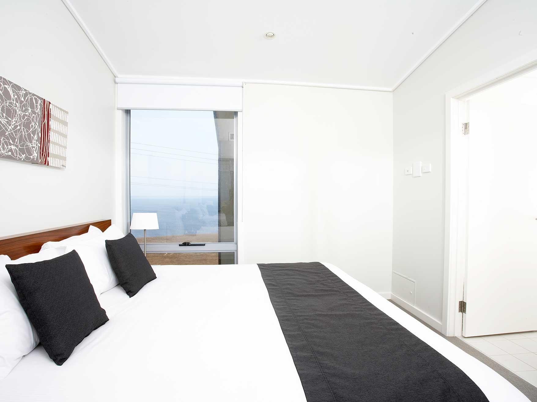 Kingbed in 3 Bedroom Apartments bedroom at Silverwater Resort