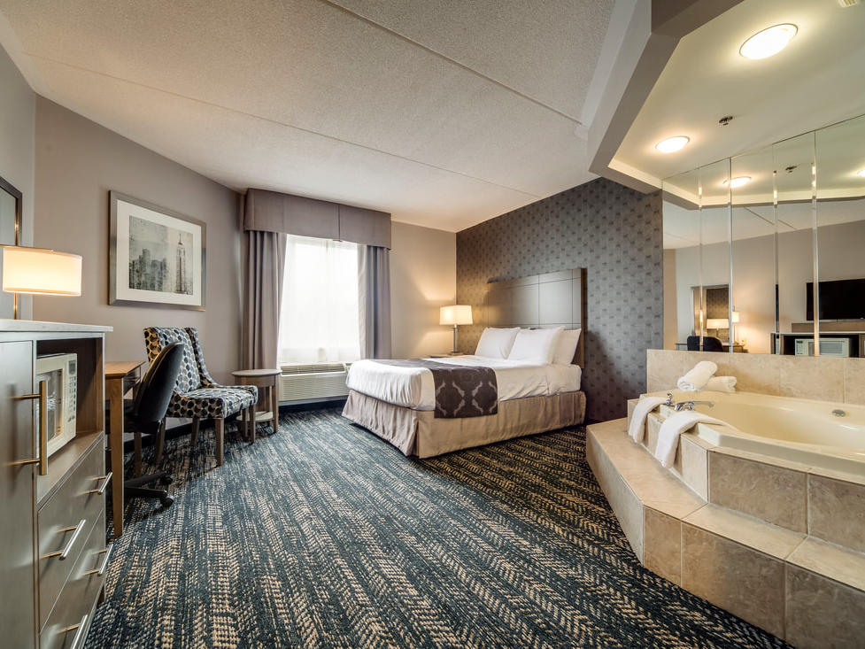 Queen Jacuzzi Suite - Monte Carlo Inns - Brand Site