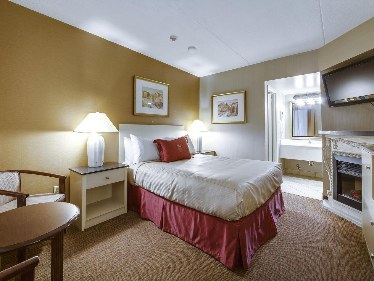 One Queen Bed - Monte Carlo Inn Toronto West
