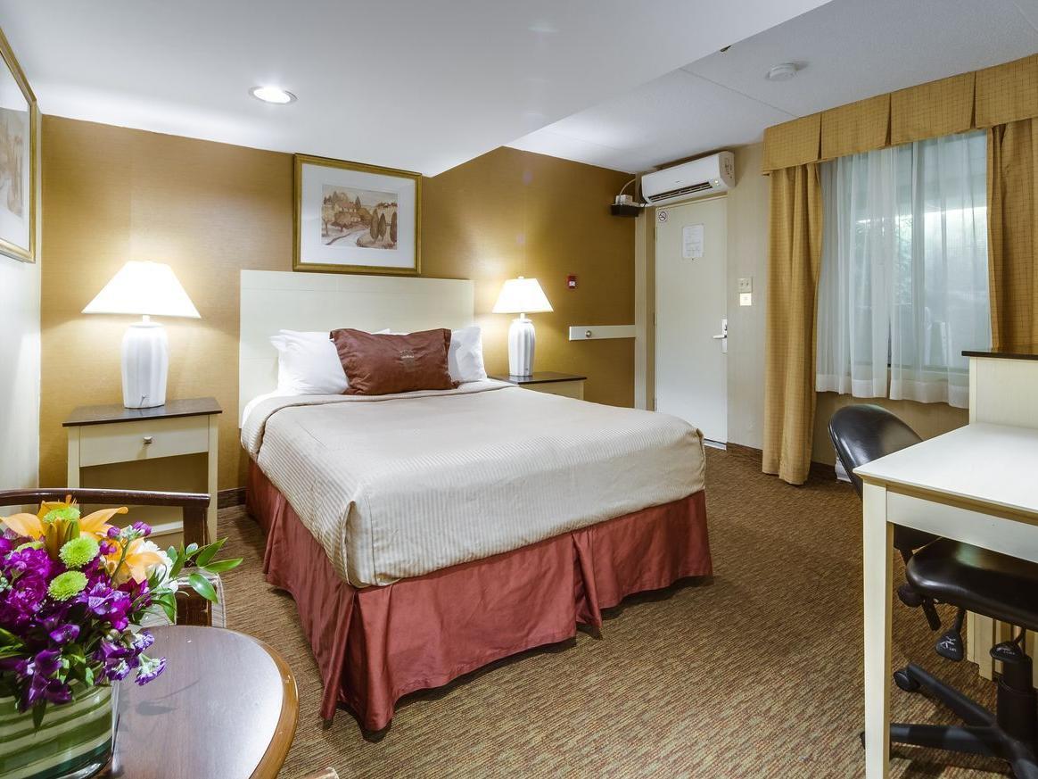 One Queen Bed - Monte Carlo Inn Toronto West