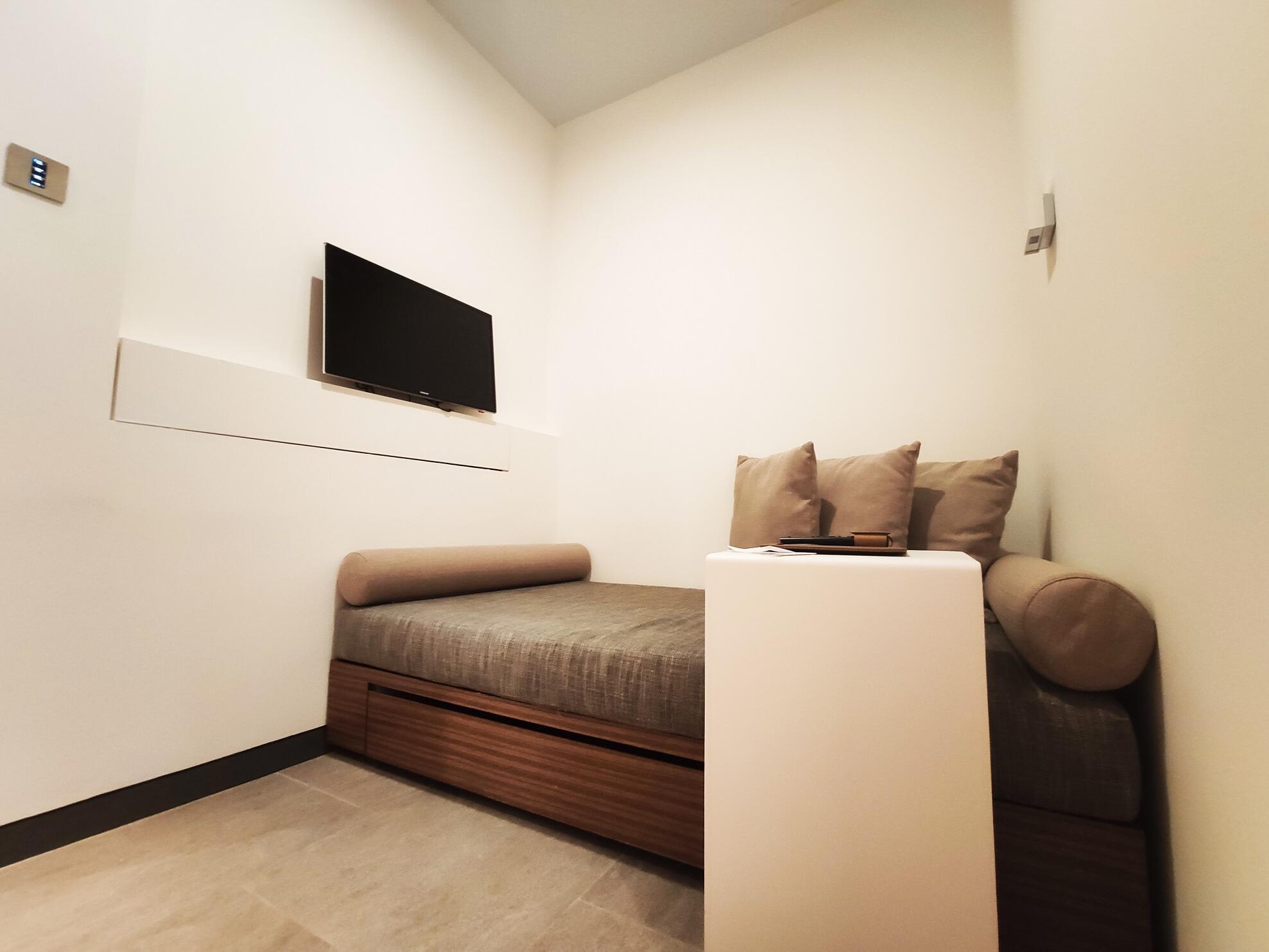 Mint den sofa bed at one farrer hotel