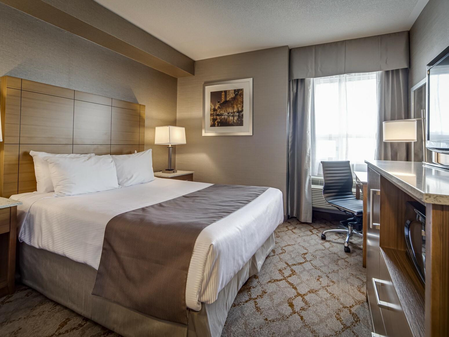 Queen Studio Suite with Sofa Bed at Monte Carlo Inn Vaughan Suites