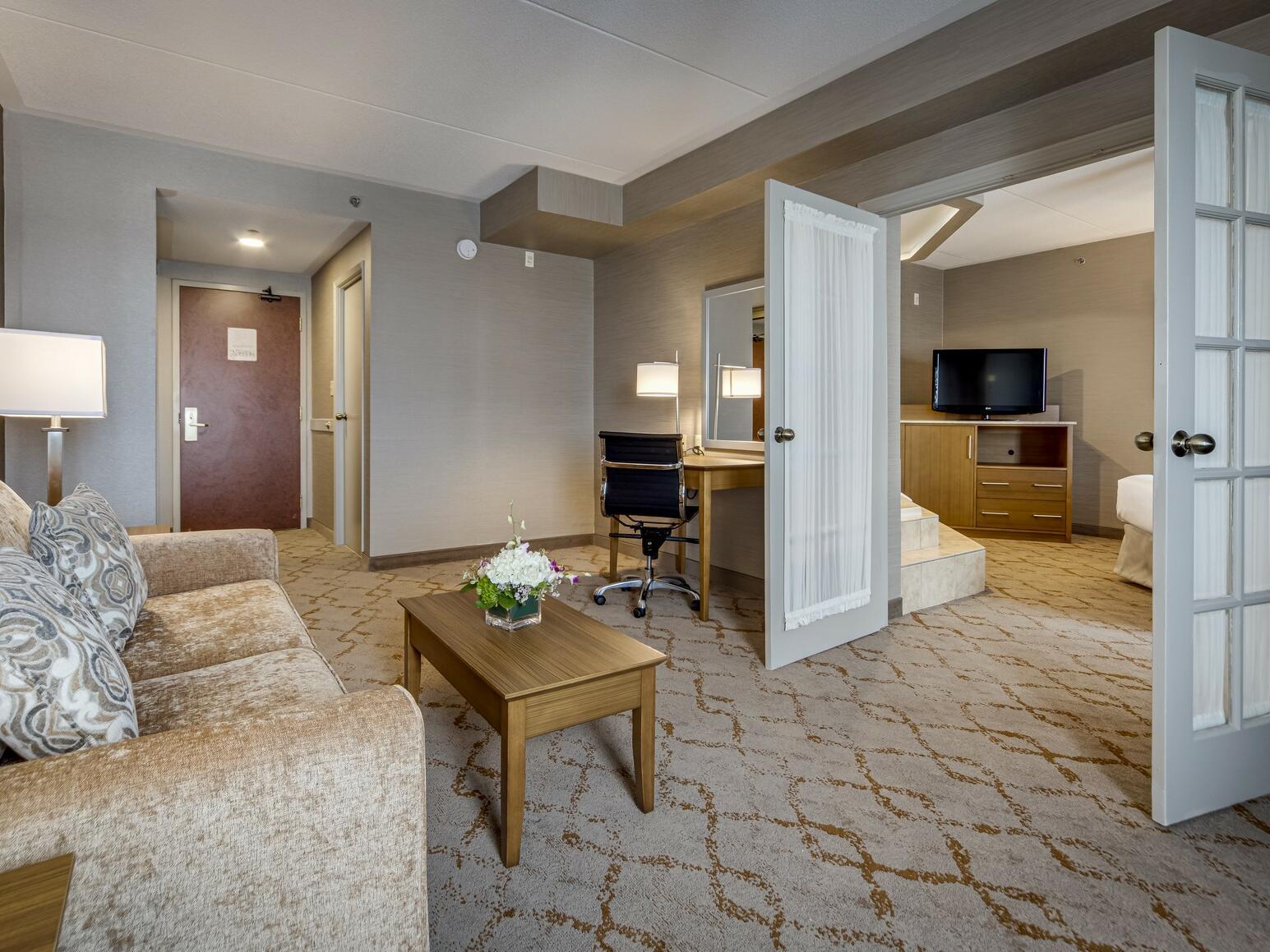 Deluxe Queen Jacuzzi Suite lobby at Monte Carlo Inn Vaughan Suites
