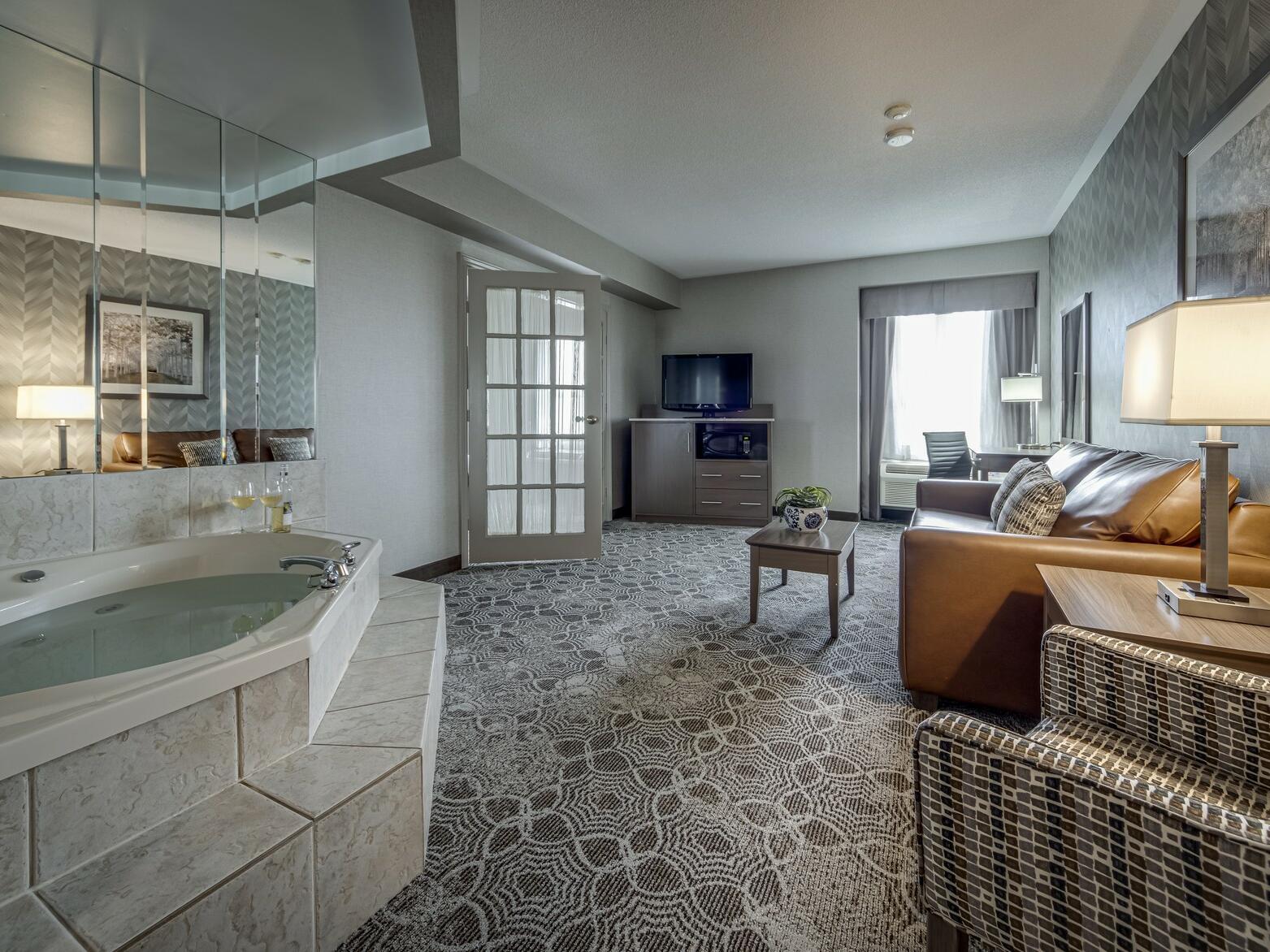 Deluxe  King Jacuzzi - Monte Carlo Inn Toronto Markham