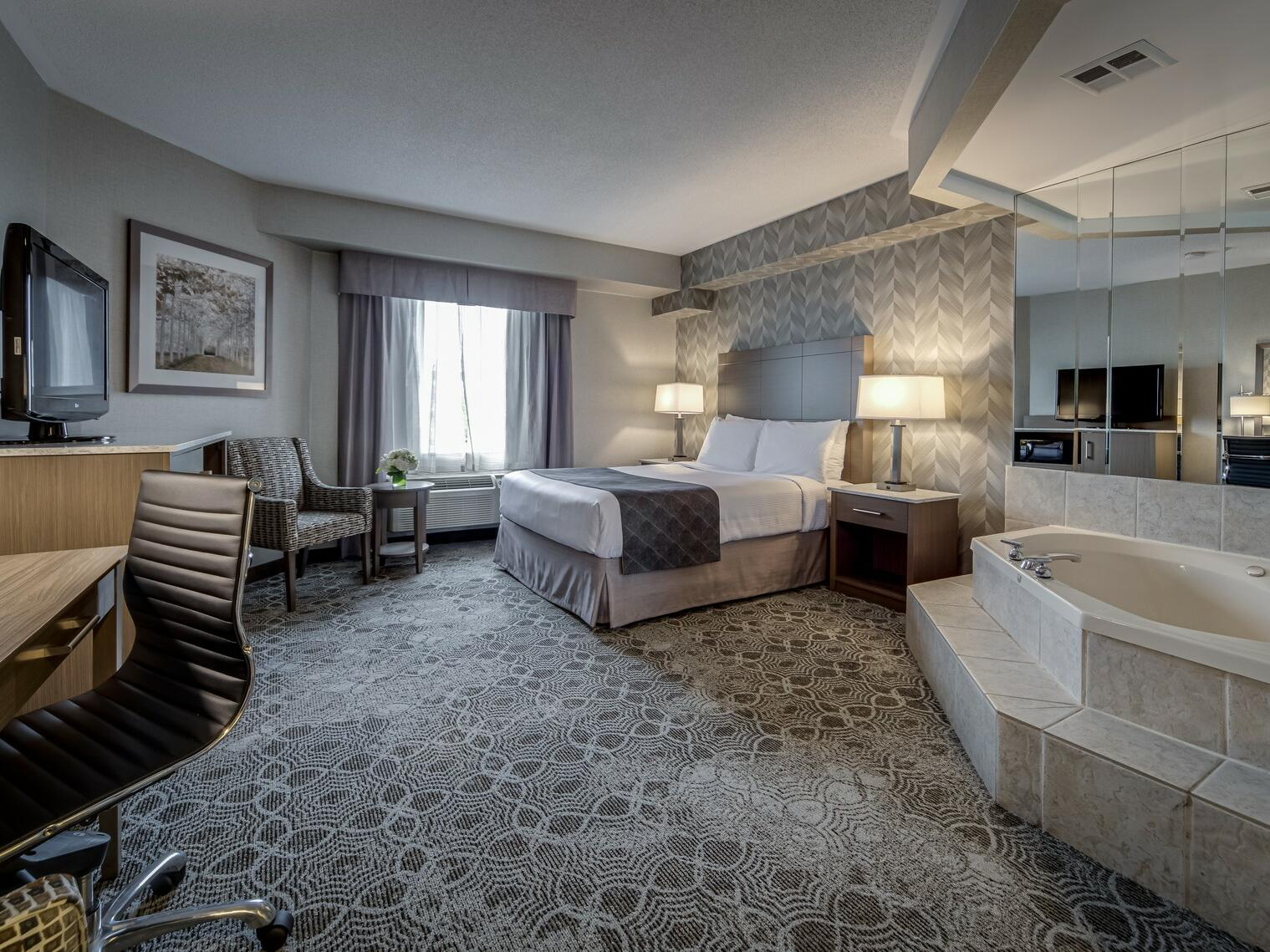 Queen Jacuzzi Suite - Monte Carlo Inn Toronto Markham