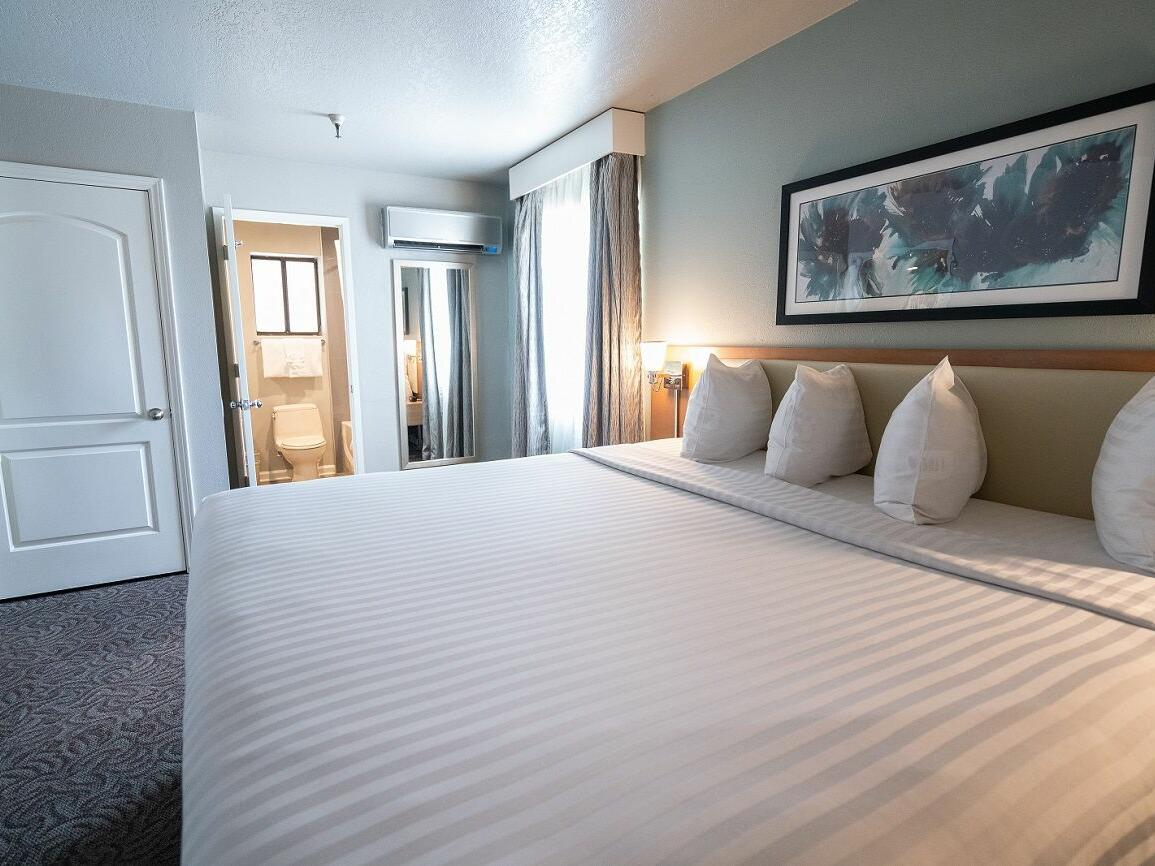 Monarch 1 Bedroom Deluxe King Suite at the Alexis Park Resort