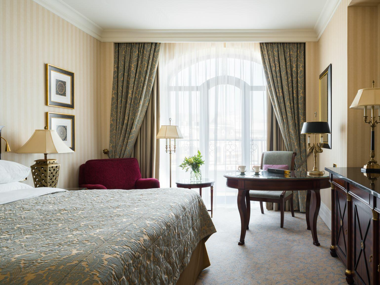 Enjoy King Deluxe with Club access at Intercontinental Kyiv