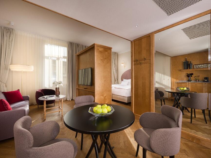 Grand Hotel Union Junior Suite Living Room