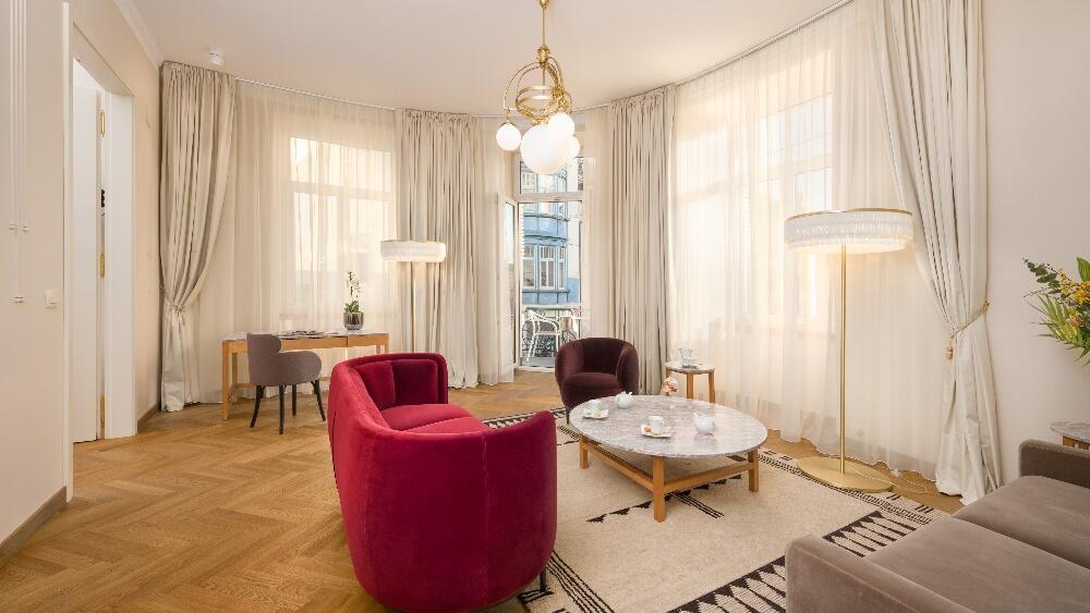 Grand Corner Suite Living Room