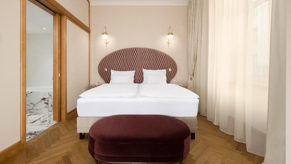 Grand Corner Suite - Bedroom