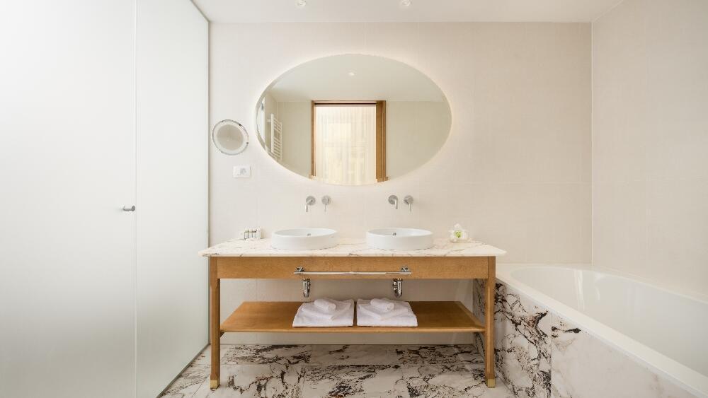 Grand Corner Suite - Bathroom
