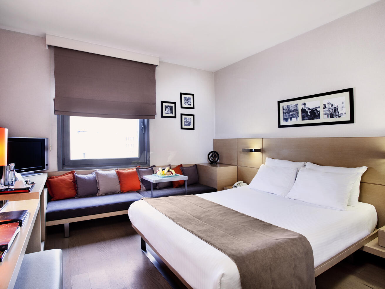 Bed room with a large window at Eresin taxim premier.