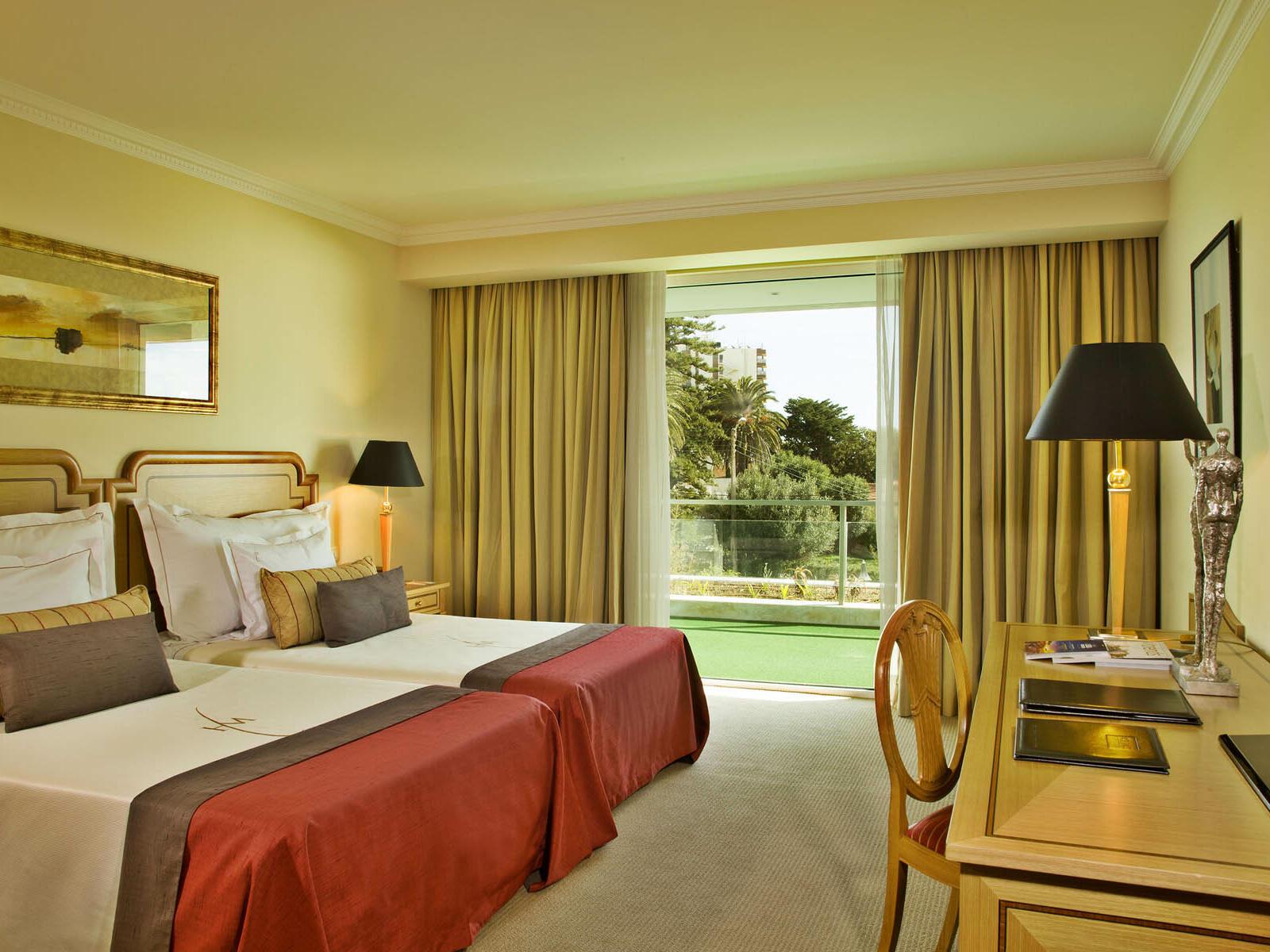 Suit with double beds at Hotel Cascais Miragem