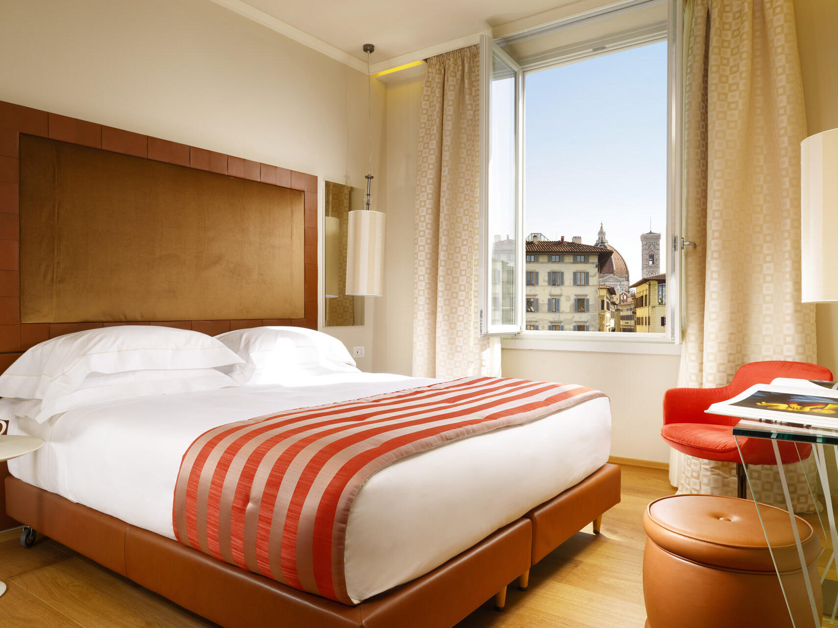 City view bedroom at Grand Hotel Minerva