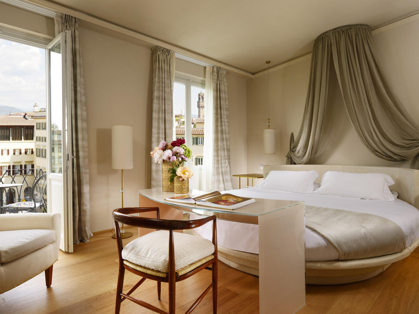City view bedroom with a balcony  at Grand Hotel Minerva