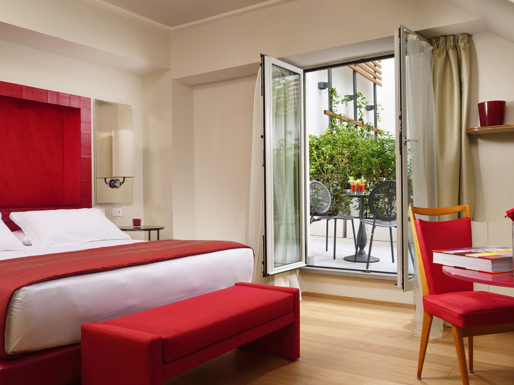 Comfortable bedroom with a balcony at Grand Hotel Minerva