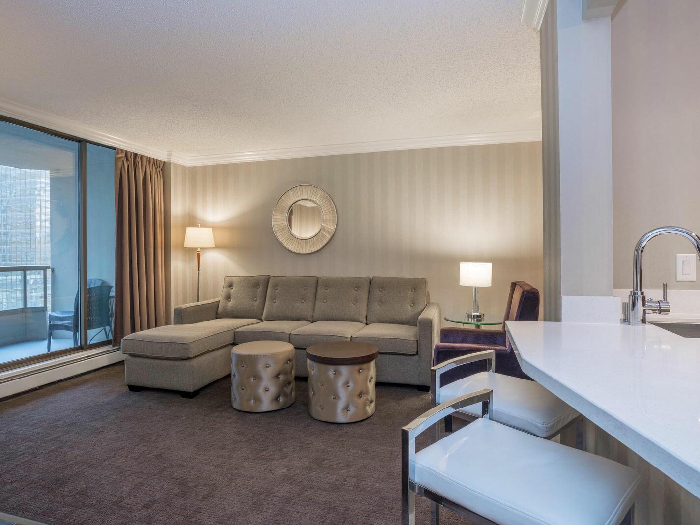 One BedroomDeluxe Suite - 1 King Bed  La Grande Résidence