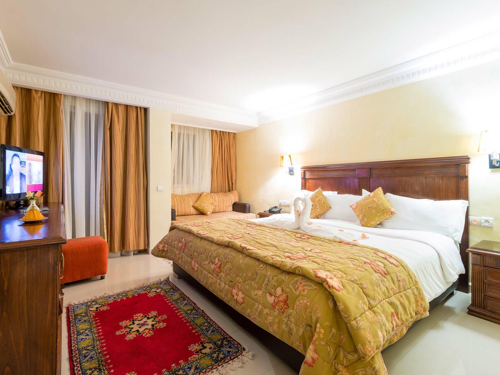 Comfy Queen Size Bed -  Farah Marrakech Hotel