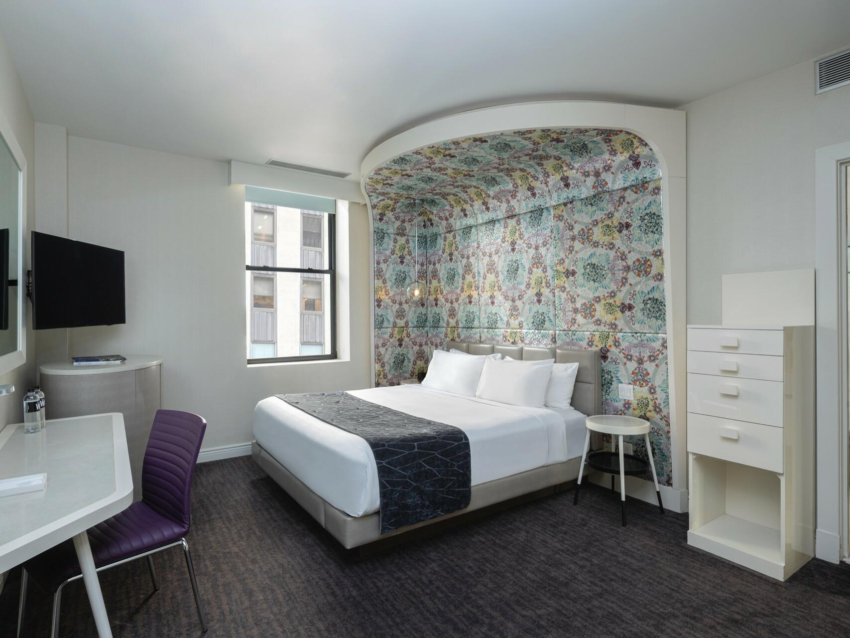 Bedroom of Silver King with a king bed at Dream Midtown NYC