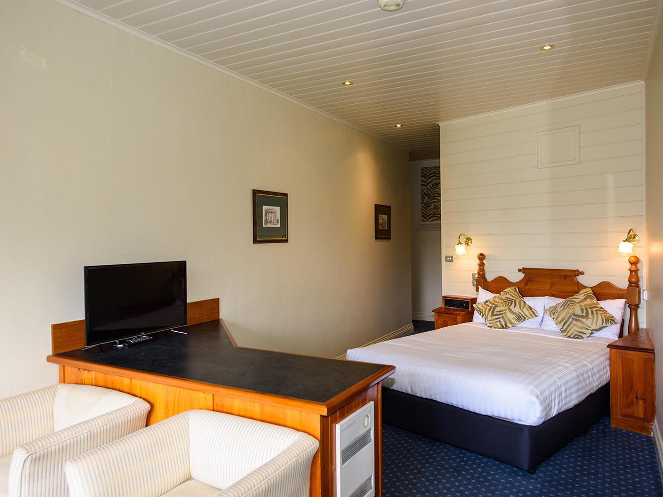 Village Waterfront Terrace Room in Strahan Village