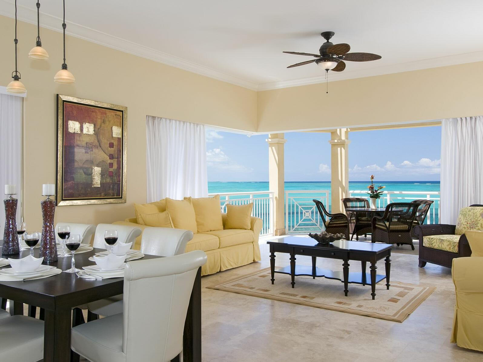Living room of 4 Bedroom Oceanfront Penthouse with Roof Terrace at Windsong Resort On The Reef