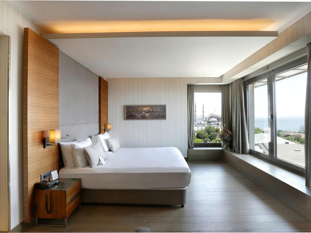 Seaview Corner Deluxe Room at Hotel Arcadia Blue Istanbul