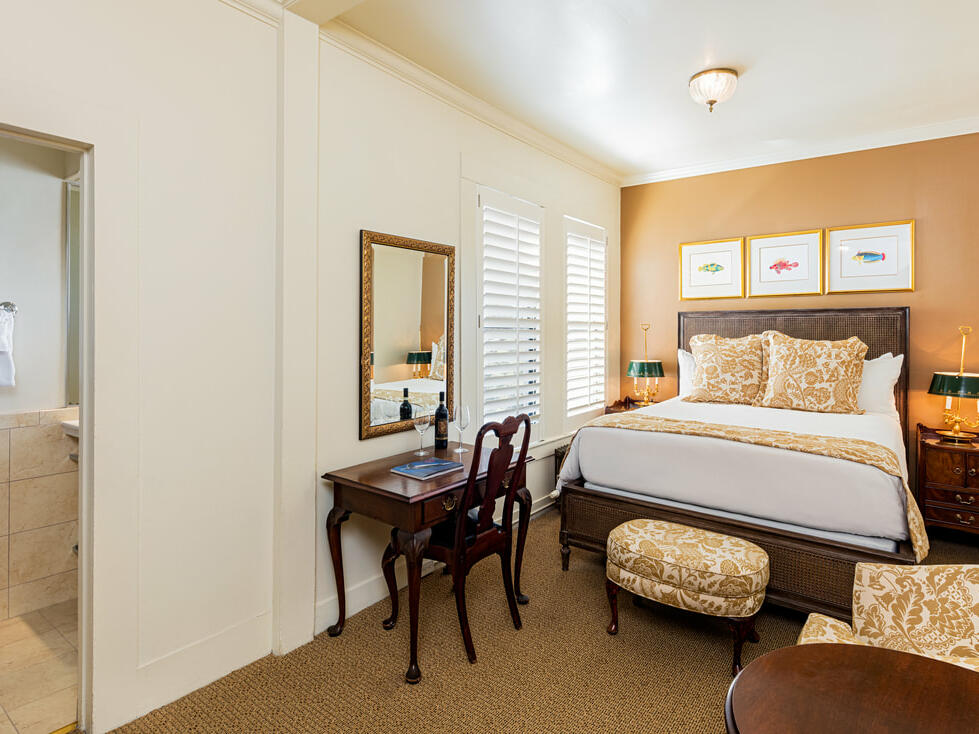 Standard Queen Room with one bed at Pine Inn