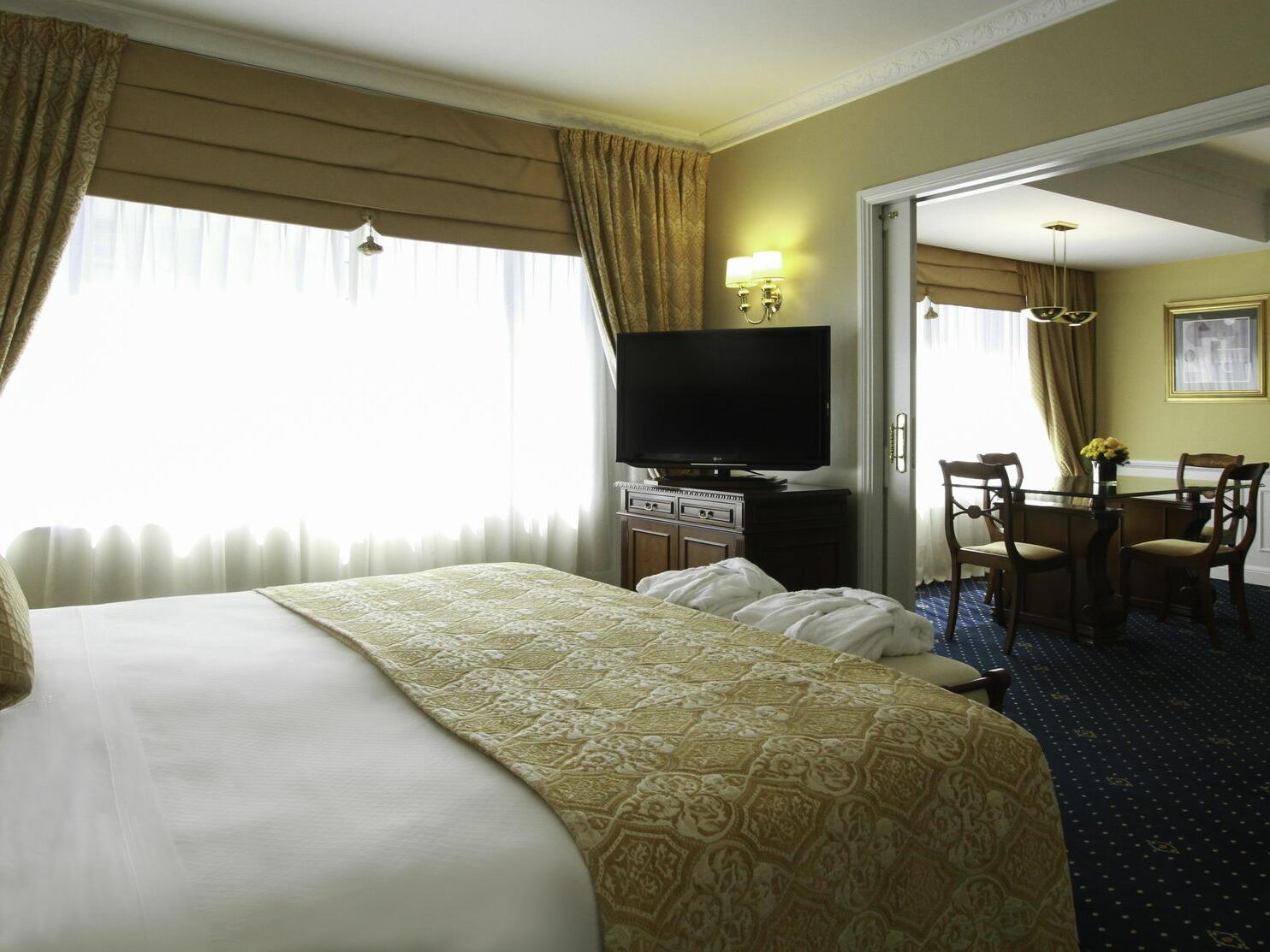 Junior Suite con una cama en el Hotel Emperador Buenos Aires