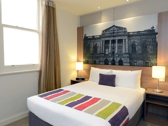 Standard Room with a Queen bed at Grosvenor Hotel
