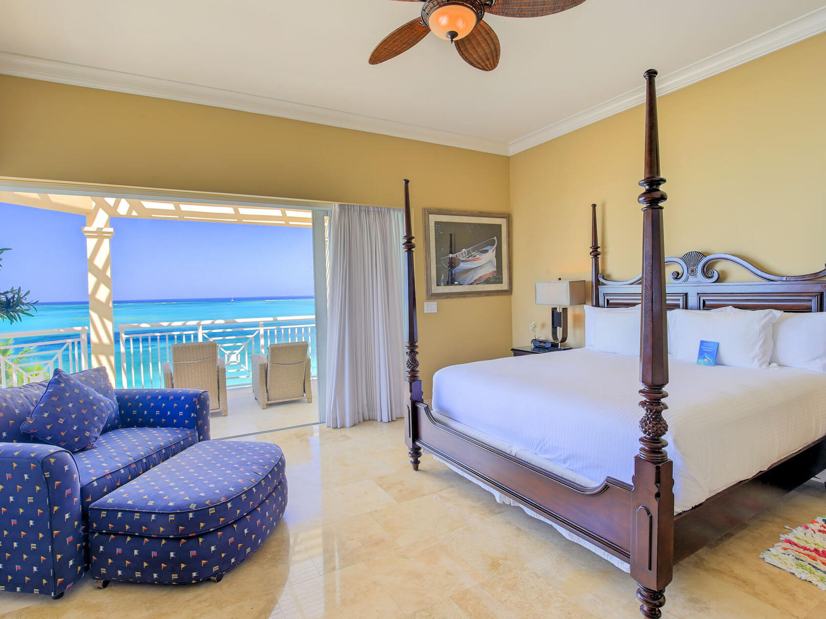 Bedroom of 3 Bedroom Oceanfront Penthouse with Roof Terrace at Windsong Resort On The Reef