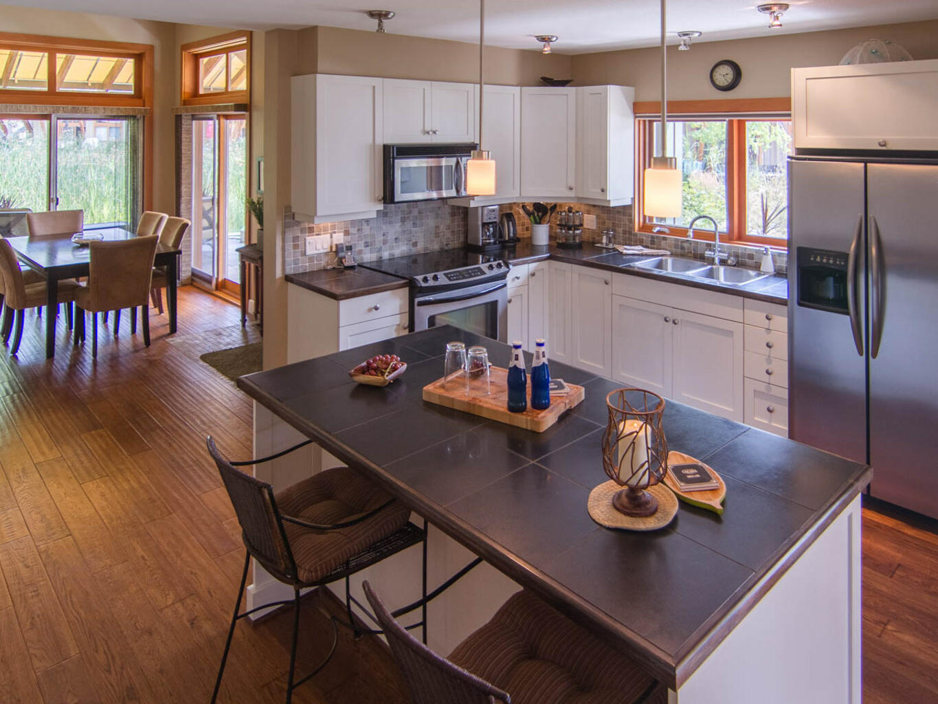 Trout lake townhome dining at Outback Lakeside Vacation Homes