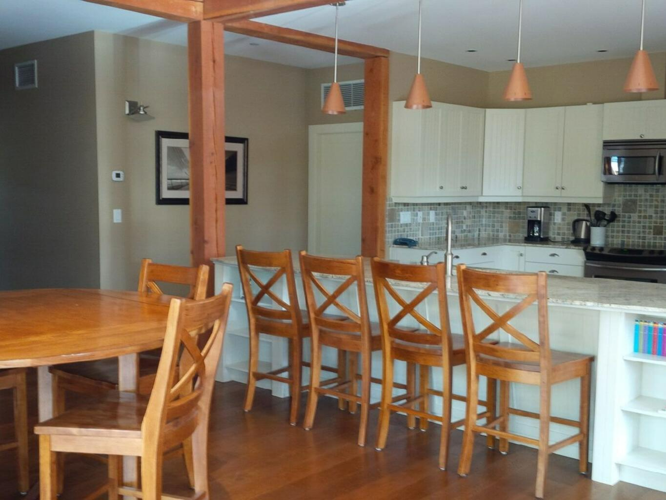 3 rooms central villa dining at Outback Lakeside Vacation Homes