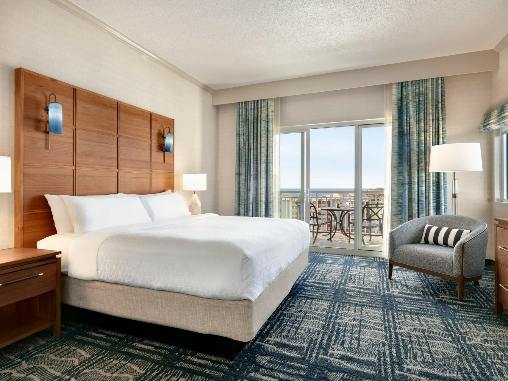 One King Bed in Southern View Suite at Holiday Inn Hotel